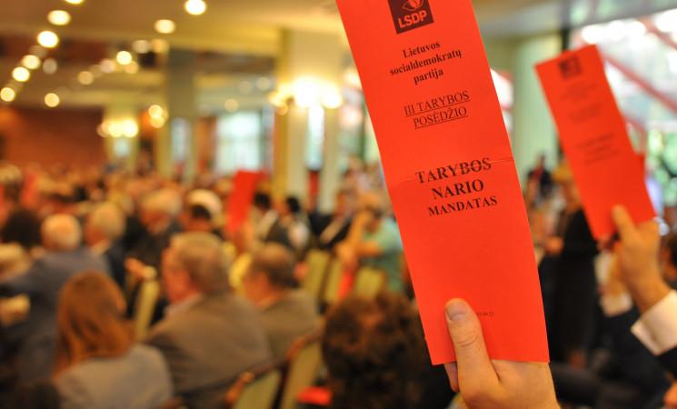 LSDP taryba nusprendė: partija turi trauktis iš koalicijos