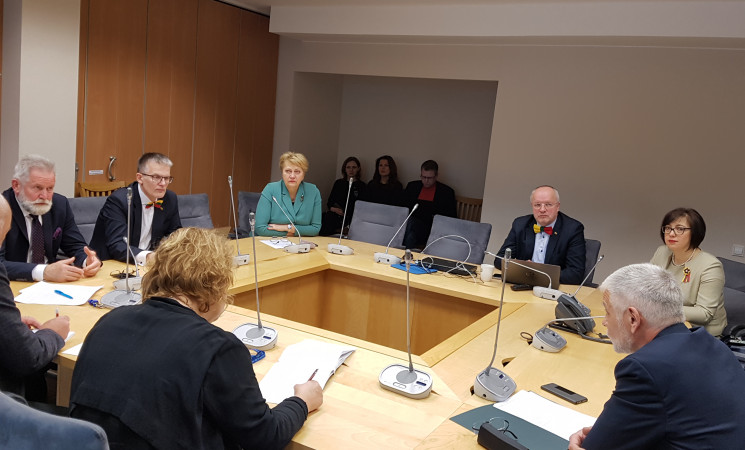 """Žemės ūkio ministras socialdemokratams pripažino matantisproblemų """"Agrokoncerno"""" veikloje"""