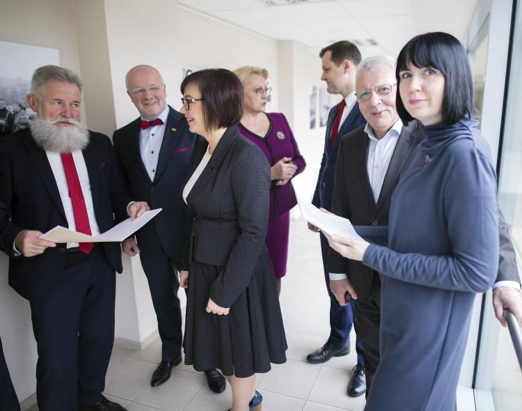 Socialdemokratai kreipiasi į A. Verygą: morale besidangstantys politikai rizikuoja jaunų merginų sveikata