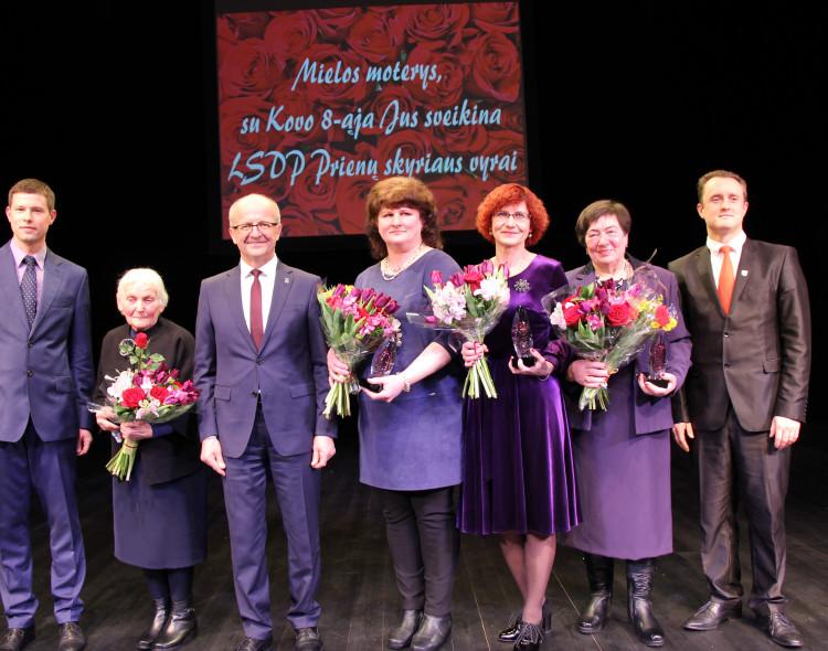 Prienų socialdemokratai jau 13-tą kartą apdovanojo Metų moteris