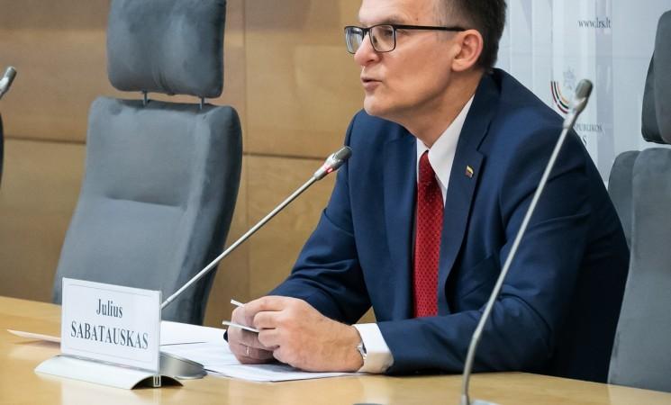Seimas nenoriai imasi J. Sabatausko siūlymo mažinti Seimo narių algas už posėdžių praleidimą
