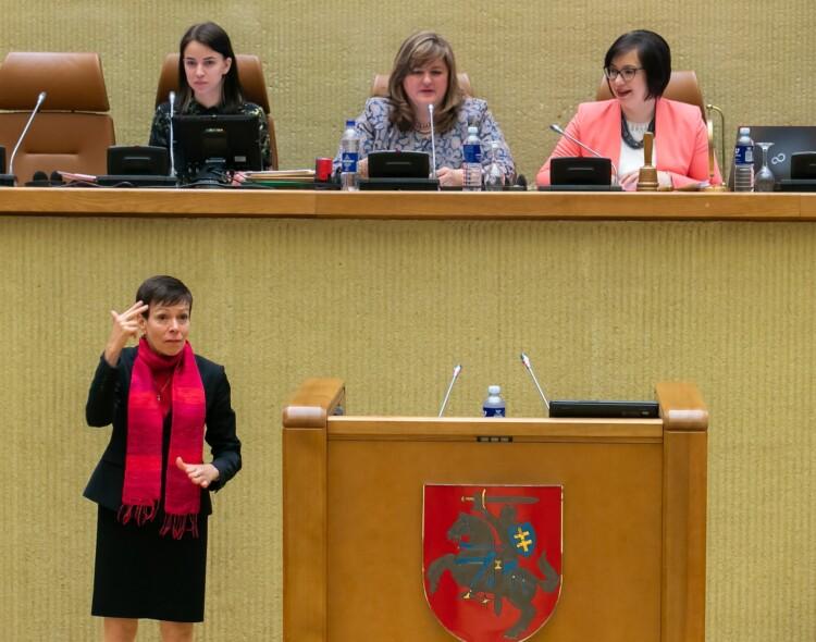 Vertimas į gestų kalbą – kurčiųjų žmonių teisė ir ji turi būti užtikrinta