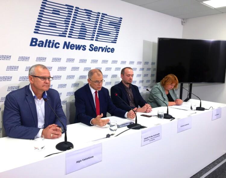 V. Andriukaitis siūlo galimybę atšaukti Seimą referendumu, atsisakyti prezidentinių privilegijų