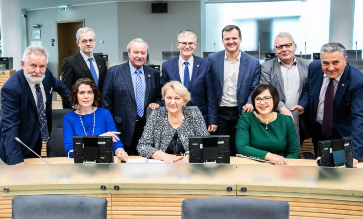 Socialdemokratai registravo siūlymą - vienkartines 200 eurų išmokas išmokėti per birželį