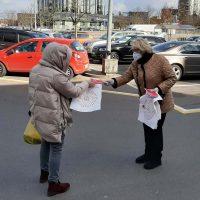 Rasa Budbergytė dalina kaukes Vilniuje